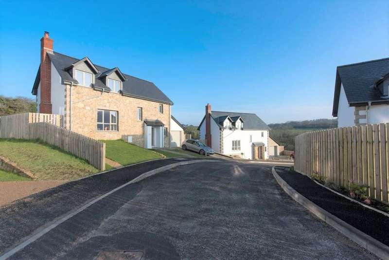 3 Bedrooms Detached House for sale in Furze Croft, Nancledra, Penzance