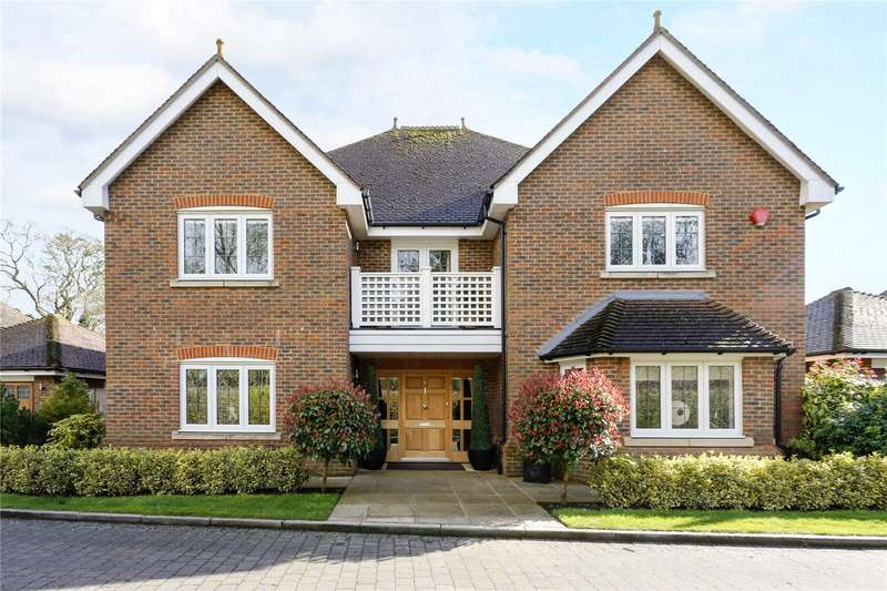 5 Bedrooms Detached House for sale in Eggleton Drive, Tring, Hertfordshire, HP23