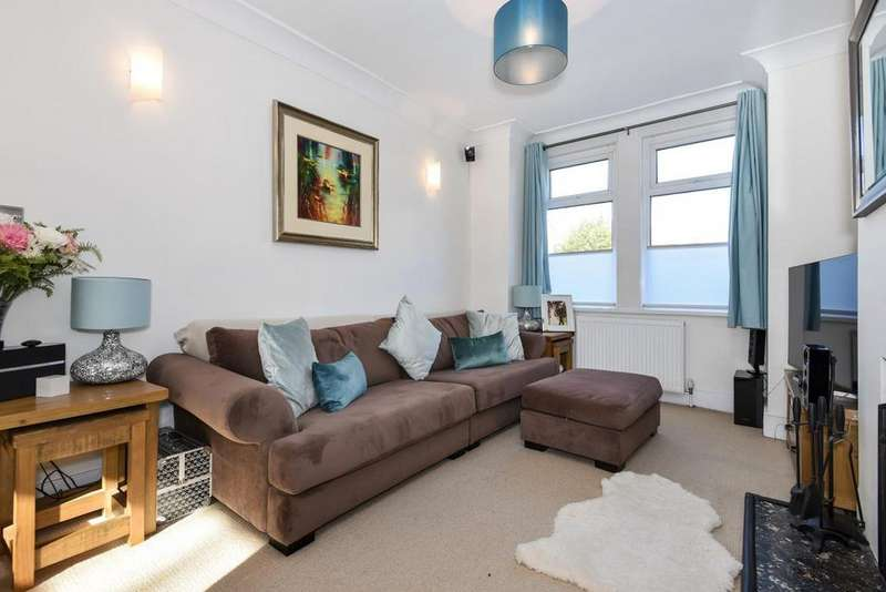 3 Bedrooms Terraced House for sale in Dupont Road, Raynes Park, SW20