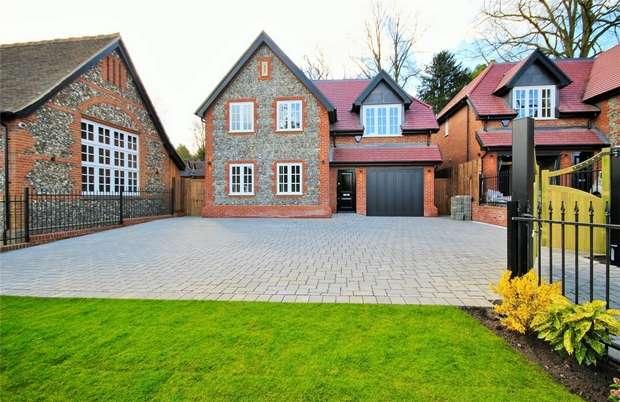 3 Bedrooms Detached House for sale in Watling Street, Radlett, United Kingdom