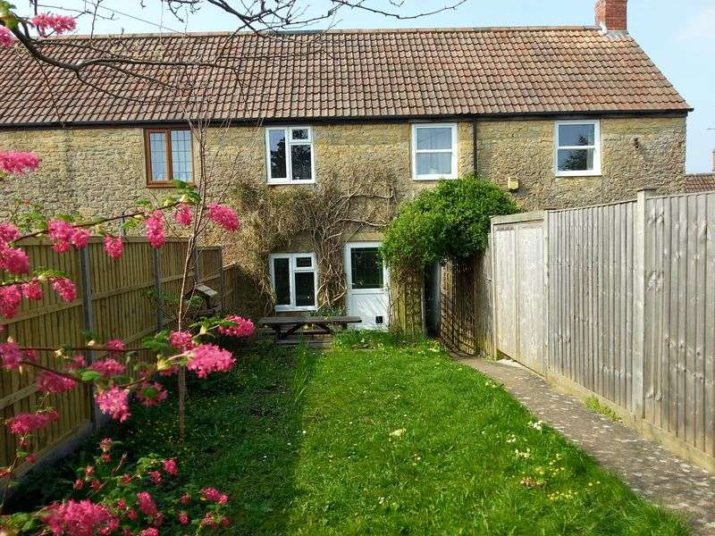 1 Bedroom Cottage House for sale in Barn Street, Crewkerne