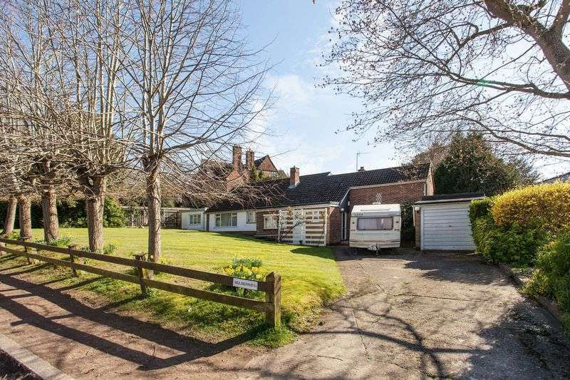 4 Bedrooms Detached Bungalow for sale in Mavelstone Road, Bickley Bromley