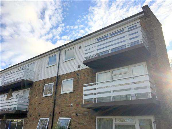 3 Bedrooms Apartment Flat for sale in The Poplars, Breakspear Road North, Harefield
