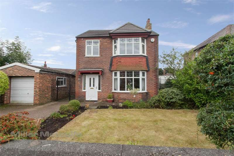 3 Bedrooms Detached House for sale in Lakeside Avenue, Great Lever, Bolton, Lancashire