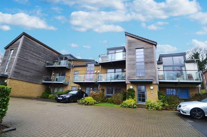 2 Bedrooms Flat for sale in Cometa, Kingsmead Road, High Wycombe, HP11