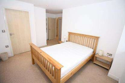 2 Bedrooms Flat for sale in The Bar, St. James Gate, Newcastle upon Tyne, Tyne and Wear, NE1