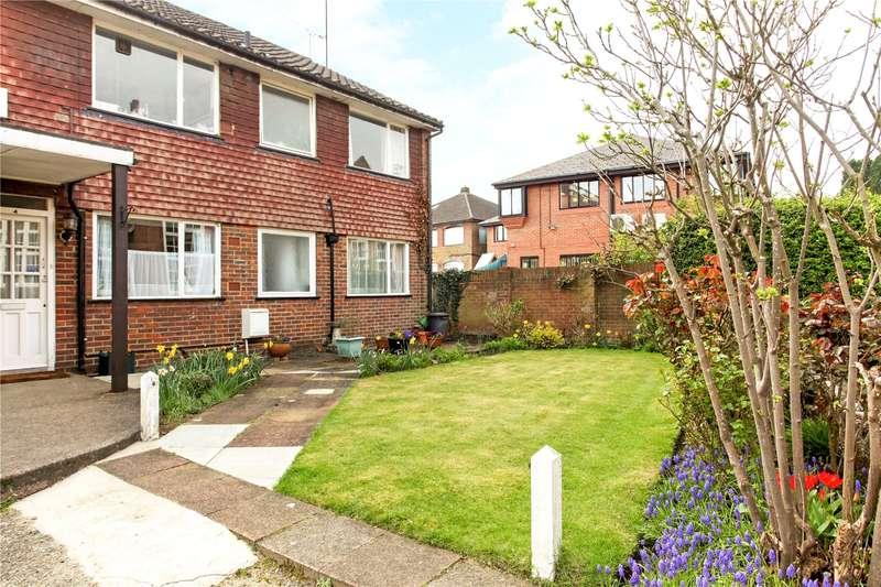 2 Bedrooms Flat for sale in Cherry Court, Moss Lane, Godalming, Surrey, GU7