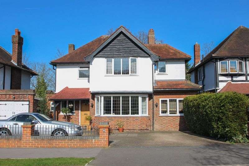 3 Bedrooms Detached House for sale in Hinchley Drive, Hinchley Wood