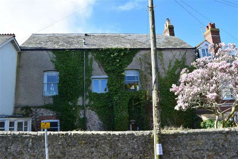 3 Bedrooms Apartment Flat for sale in Queens Square, Colyton, Devon, EX24