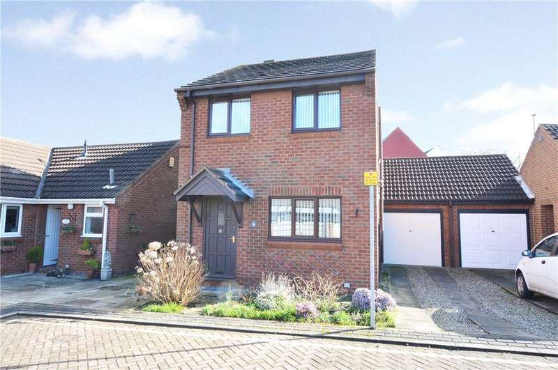 3 Bedrooms Detached House for sale in Lidgett Court, Garforth, Leeds, West Yorkshire