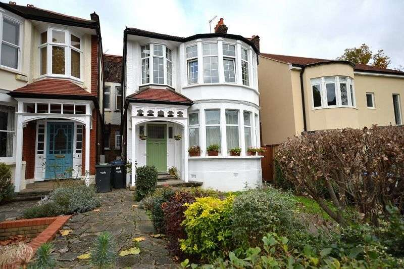 2 Bedrooms Flat for sale in Fox Lane, Palmers Green, London. N13