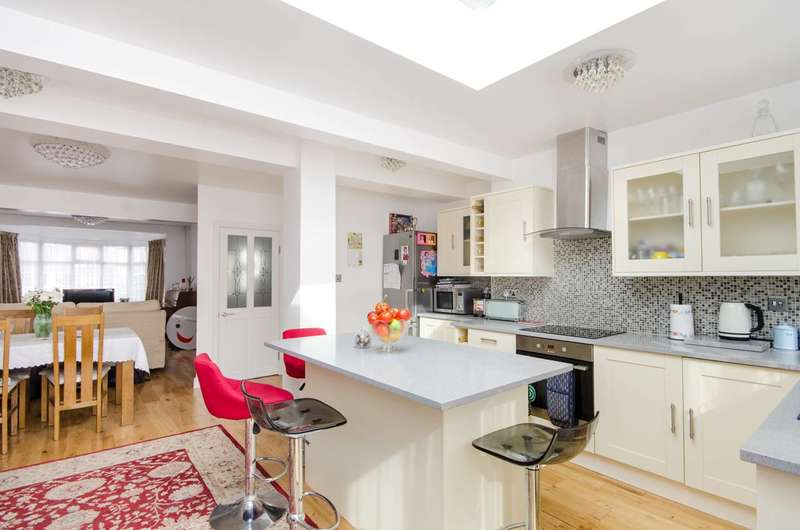 3 Bedrooms House for sale in Cambridge Road, Mitcham, CR4