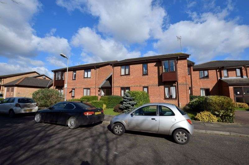 2 Bedrooms Flat for sale in Poets Chase, Aylesbury