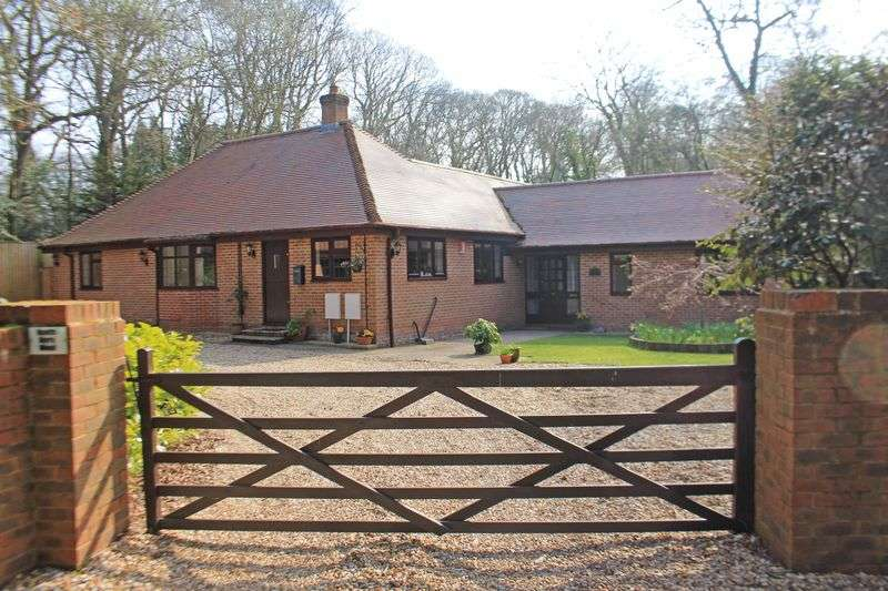 4 Bedrooms Detached Bungalow for sale in Straight Mile, Ampfield