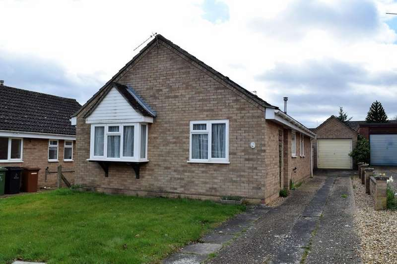 3 Bedrooms Detached Bungalow for sale in Tennyson Way, Thetford