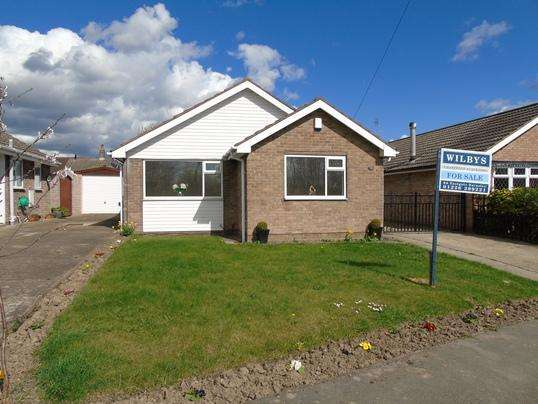 3 Bedrooms Bungalow for sale in 91 Rotherham Road, Monk Bretton, Barnsley, S71 2NP