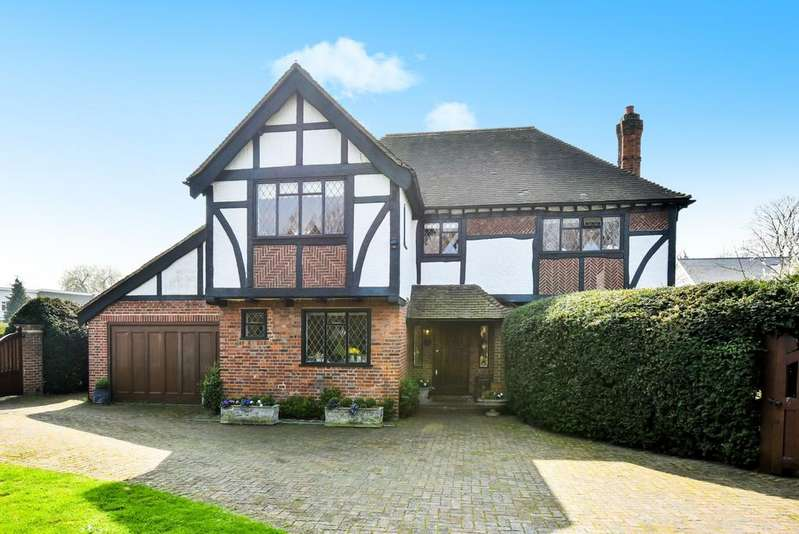 5 Bedrooms Detached House for sale in Hawthorne Road BR1