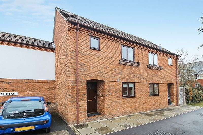 2 Bedrooms Semi Detached House for sale in Heritage Court, Glastonbury