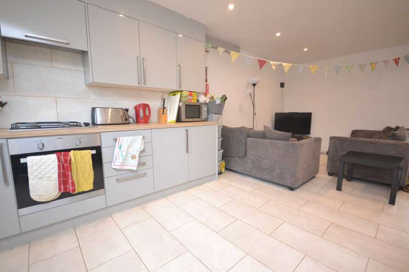 5 Bedrooms Terraced House for rent in Spring Terrace, Reading