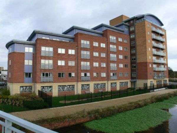 2 Bedrooms Flat for sale in Chantry Waters, Wakefield
