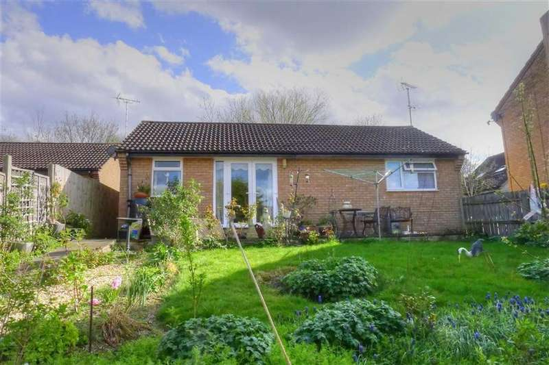 2 Bedrooms Detached Bungalow for sale in Hillcrest, Bar Hill, Cambridge