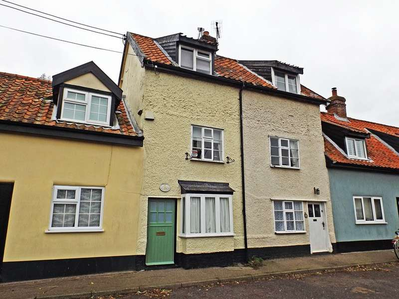 2 Bedrooms Terraced House for sale in The Street, Harleston, Suffolk, IP20