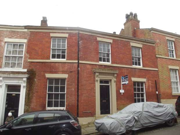 6 Bedrooms Terraced House for sale in Frenchwood Street, Preston, PR1