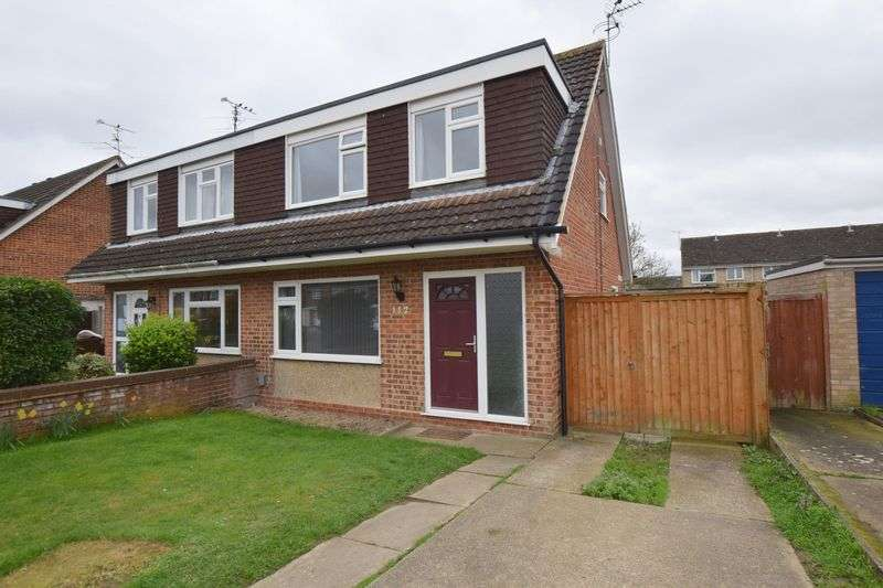 3 Bedrooms Semi Detached House for sale in Rowland Way, Aylesbury