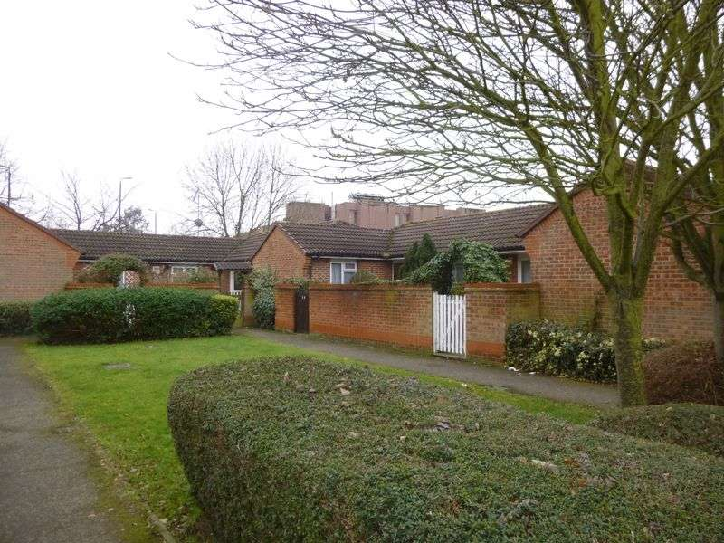 1 Bedroom Bungalow for sale in Cheviot Close, Hayes
