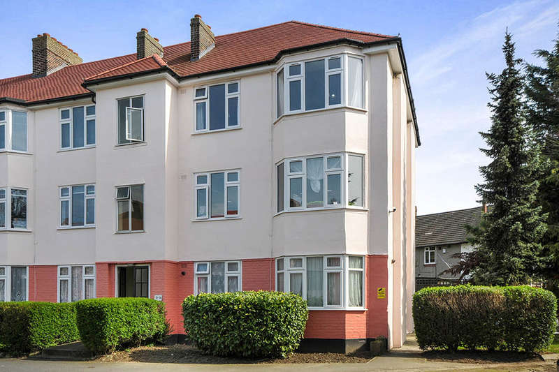 2 Bedrooms Flat for sale in Robins Court Chinbrook Road, London, SE12