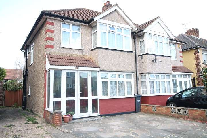 3 Bedrooms Semi Detached House for sale in Carlton Avenue, Feltham, TW14