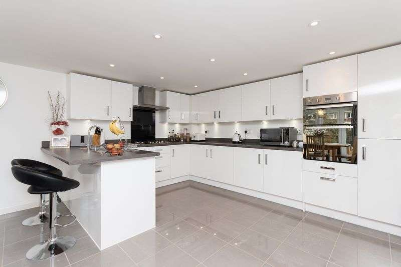 4 Bedrooms Detached House for sale in Fairpark Close, Chudleigh
