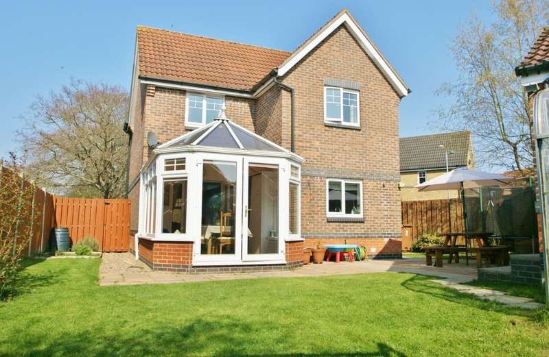 3 Bedrooms Detached House for sale in Wheatacre Close, Horsford, Norwich