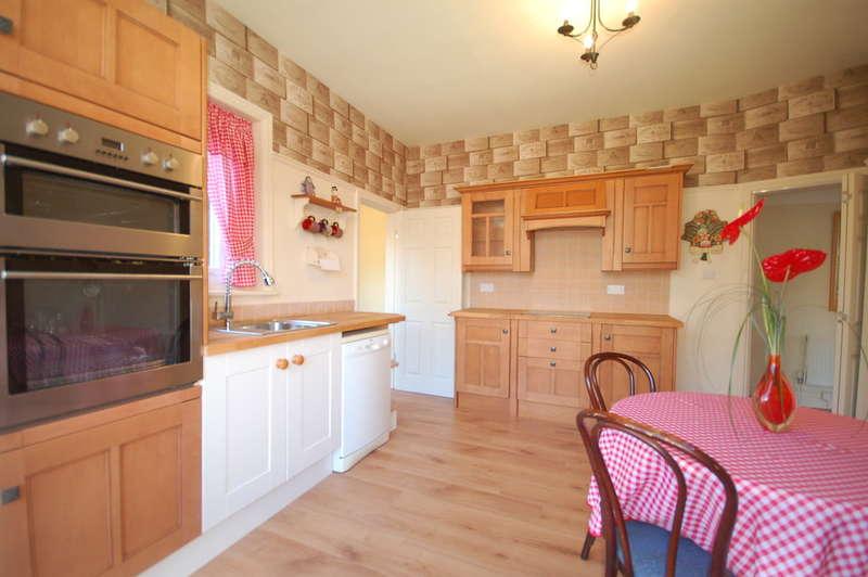 3 Bedrooms Semi Detached House for sale in Rangeway Avenue, Blackpool