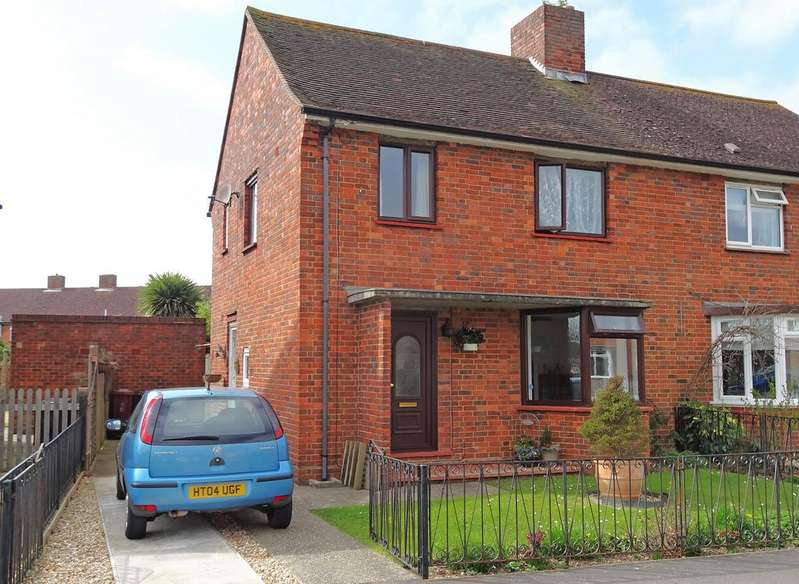 3 Bedrooms Semi Detached House for sale in Exton Road, Chichester PO19
