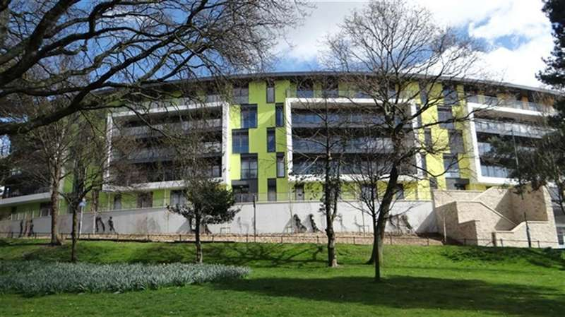 2 Bedrooms Flat for rent in Madeira Road, Bournemouth