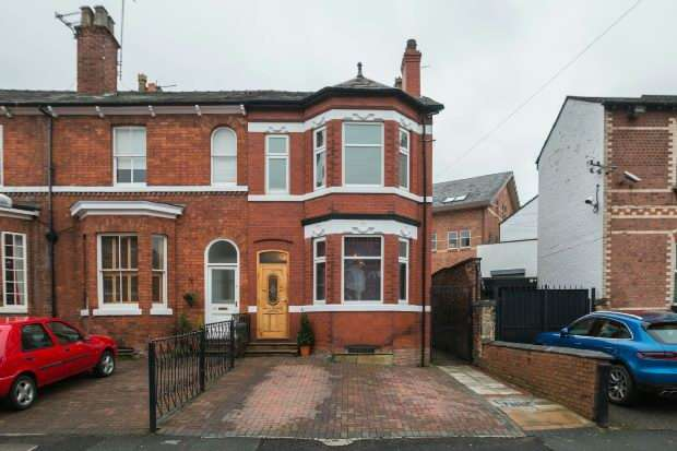 4 Bedrooms End Of Terrace House for sale in Oxford Road, Altrincham