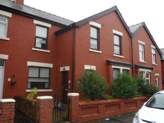 3 Bedrooms Terraced House for sale in Larbreck Ave, Blackpool, FY3 8EF