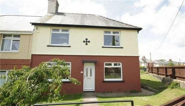 3 Bedrooms Semi Detached House for sale in Park Crescent, Penygarn, Pontypool