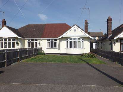 2 Bedrooms Bungalow for sale in Wickford, Essex