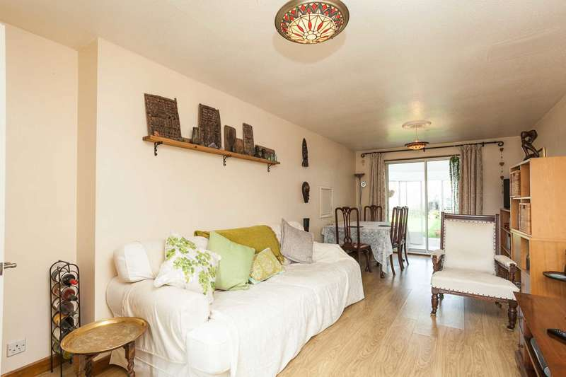 3 Bedrooms Terraced House for sale in Thelton Avenue, Horsham