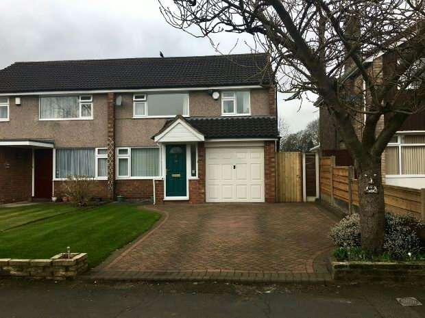 3 Bedrooms Semi Detached House for sale in Briony Avenue, Hale, Altrincham