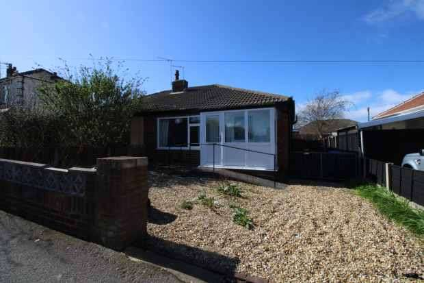 2 Bedrooms Bungalow for sale in Rossendale Avenue, Thornton-Cleveleys, Lancashire, FY5 4NT