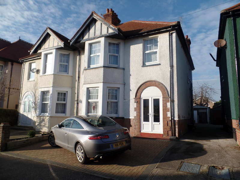 4 Bedrooms Semi Detached House for sale in Freeland Road, Clacton on Sea