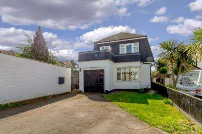 3 Bedrooms Detached House for sale in Westcliff-On-Sea, Essex, United Kingdom