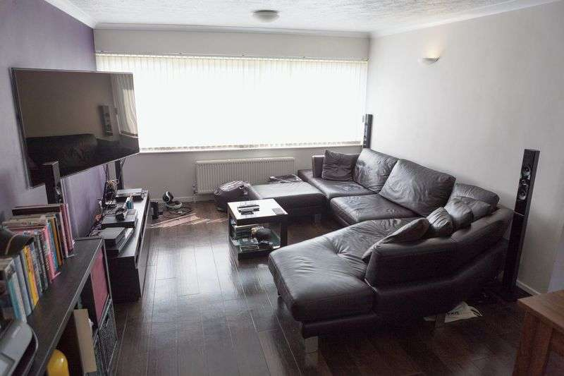 2 Bedrooms Flat for sale in Chichester Court, Chessington Road, Epsom