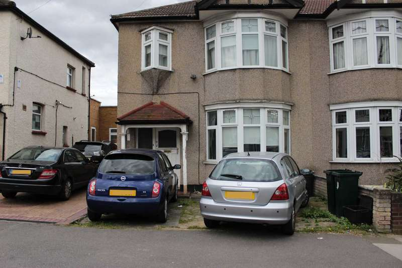 3 Bedrooms House for sale in Ilford, IG2 7HG