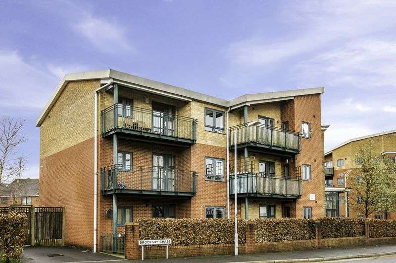 3 Bedrooms Flat for sale in Brocksby Chase, Bolton