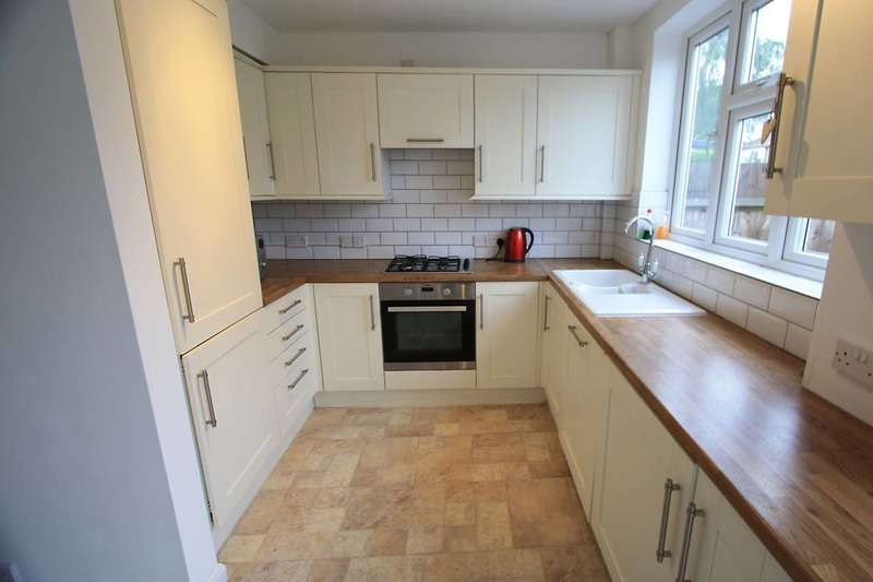 3 Bedrooms House for sale in Oakleigh Way, Streatham Vale, CR4