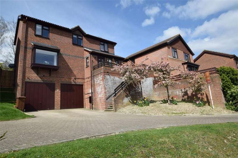 4 Bedrooms Detached House for sale in Glamis Close, Walderslade, Kent